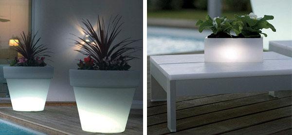 white-light-outdoor-garden-pots