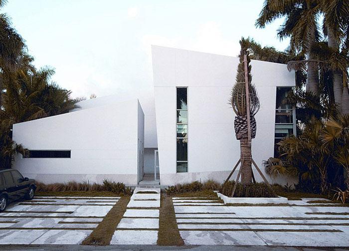 asymmetrical lines facade