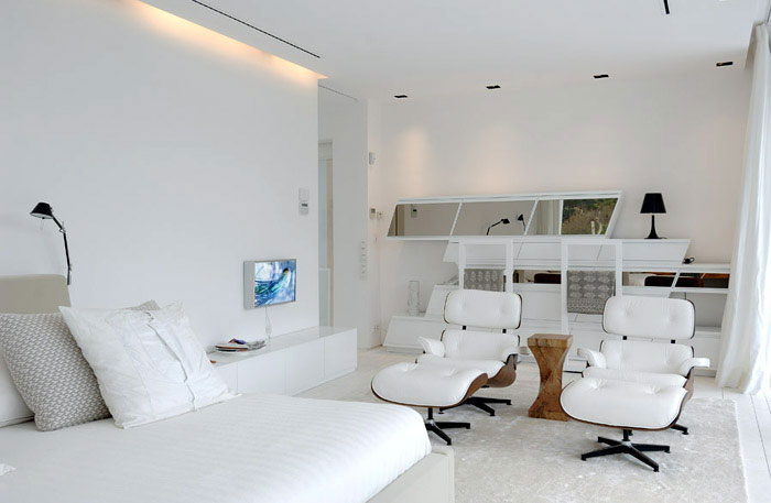 beutiful white bedroom