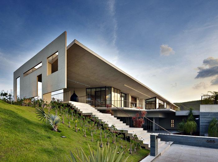 je house exterior