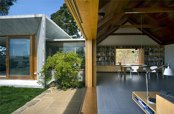 stylish house open to the landscape