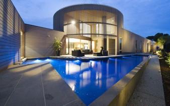 contemporary sculptural building outdoor 338x212