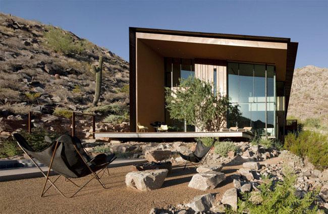 desert house outdoor space