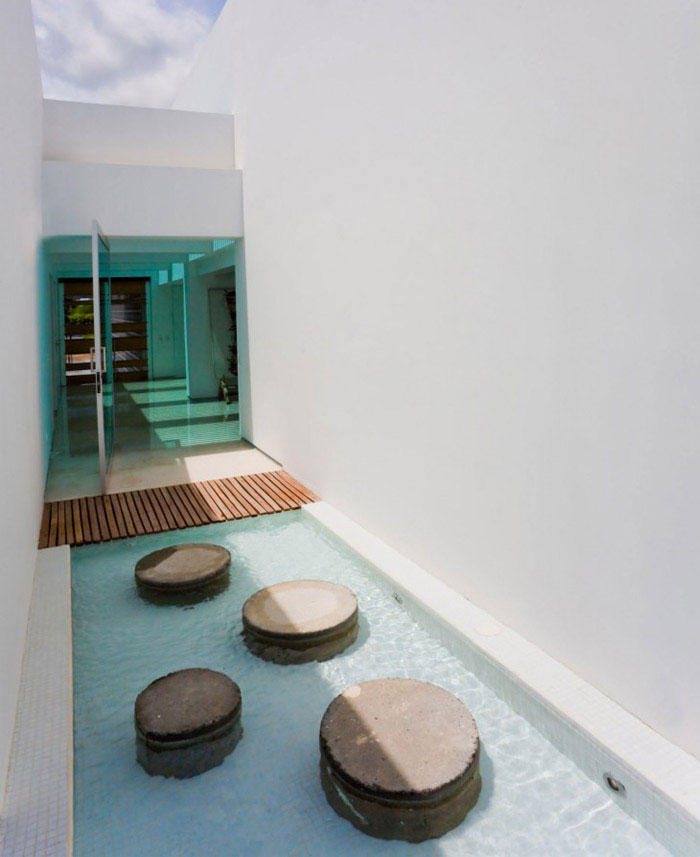 colombian contemporary house pool area