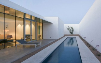 modern residence outdoor pool area 338x212