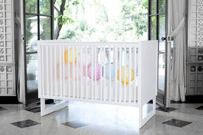baby crib station white