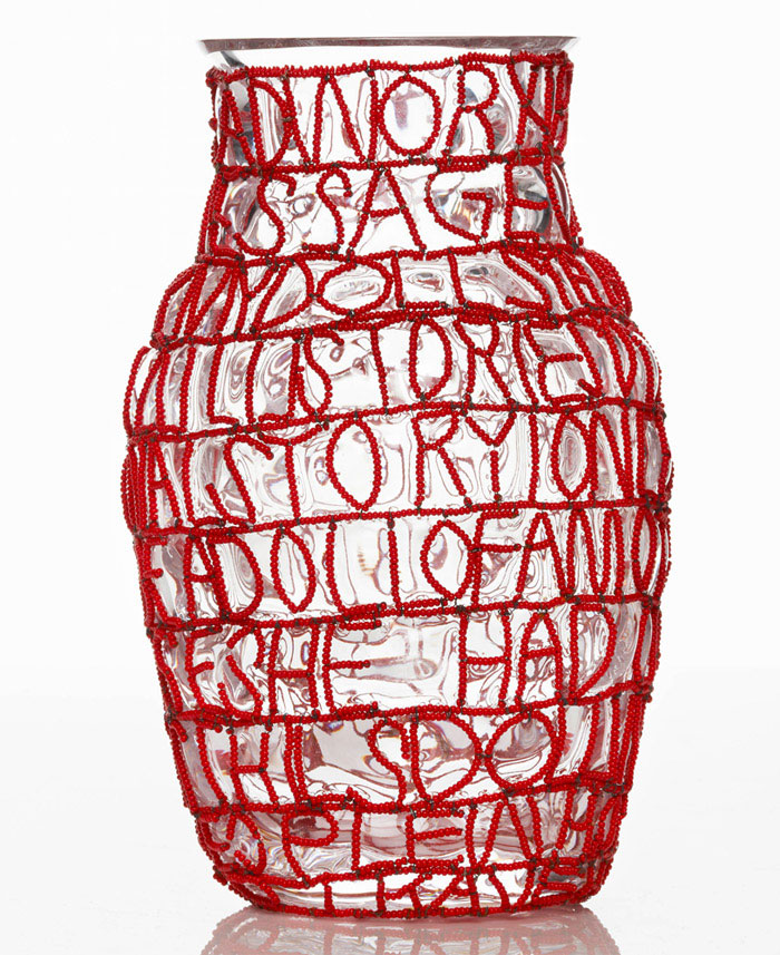 front story vases red