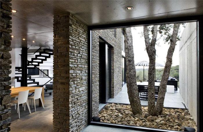 contemporary residence spain interior dining area1