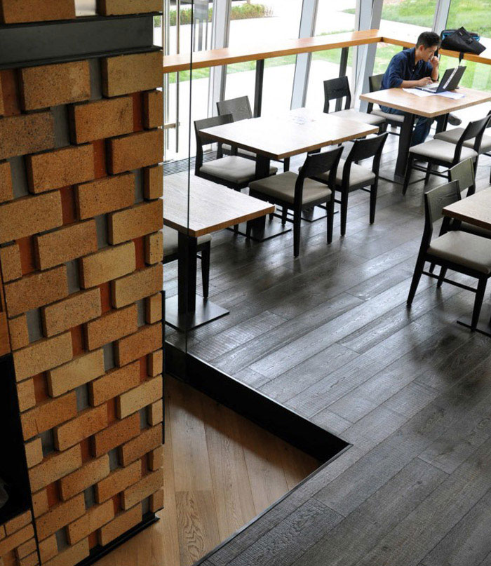 bricks decor dining area