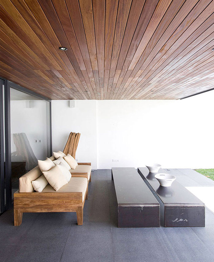 contemporary home outdoor living area