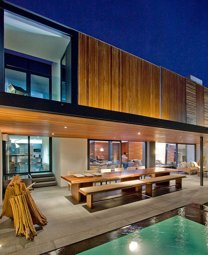 contemporary home outdoor pool area
