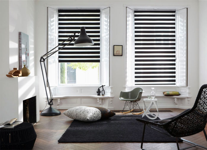 venetian-blinds-living-room-interior