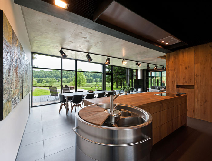 glass-rusted-steel-house-kitchen