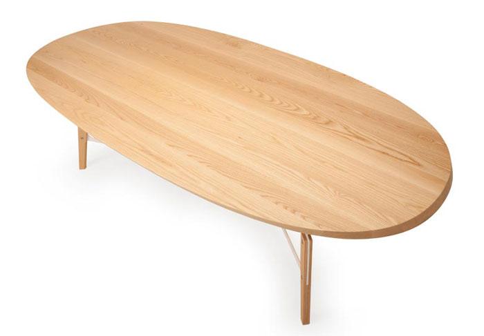 stammtisch-wooden-table
