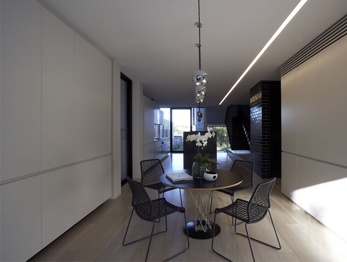 steel-constructed-house-dining-area