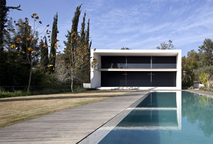 family-residence-pool-area