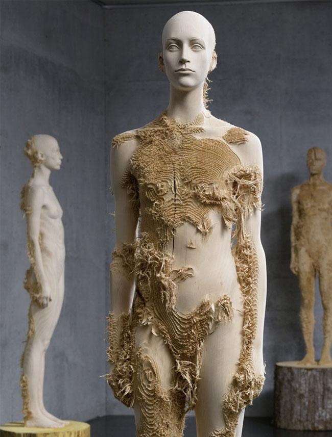 wood-figures-aron-demetz1