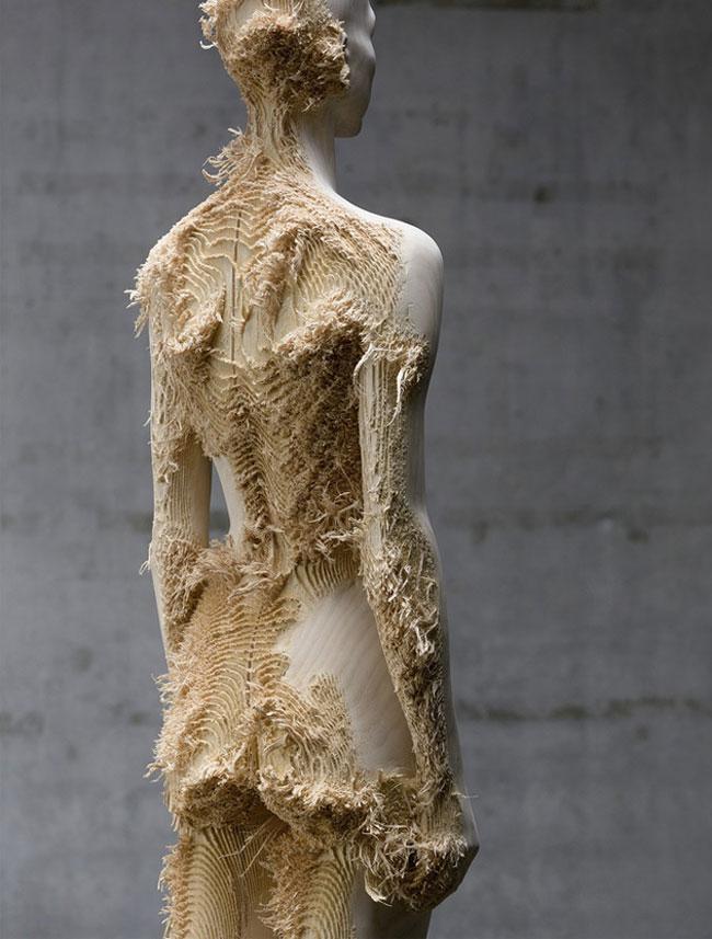wood-figures-aron-demetz6
