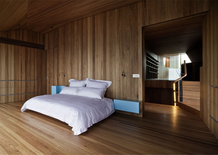 timber-lined-interior-bedroom2