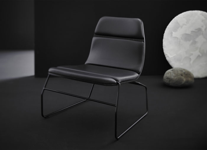black leather lounge chair3