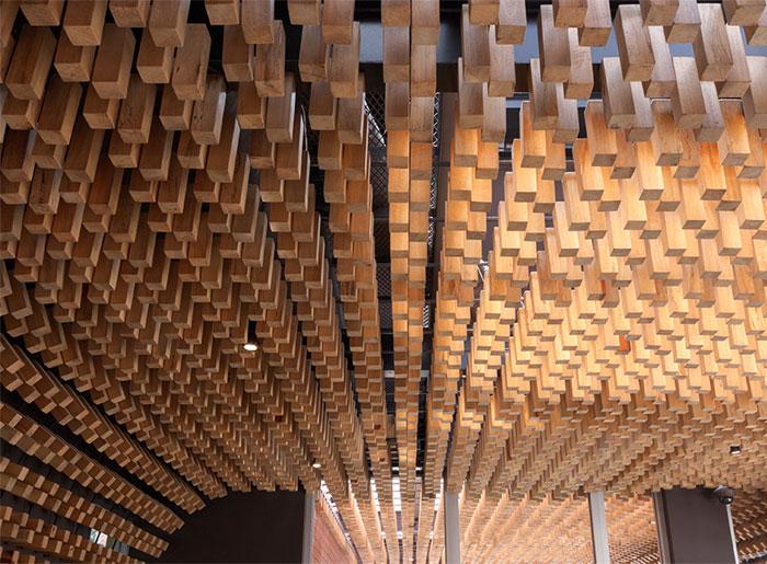 cafe-interior-decor-thousands-wooden-blocks