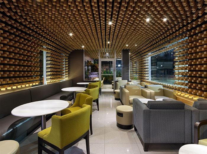 cafe-interior-decor-thousands-wooden-blocks2