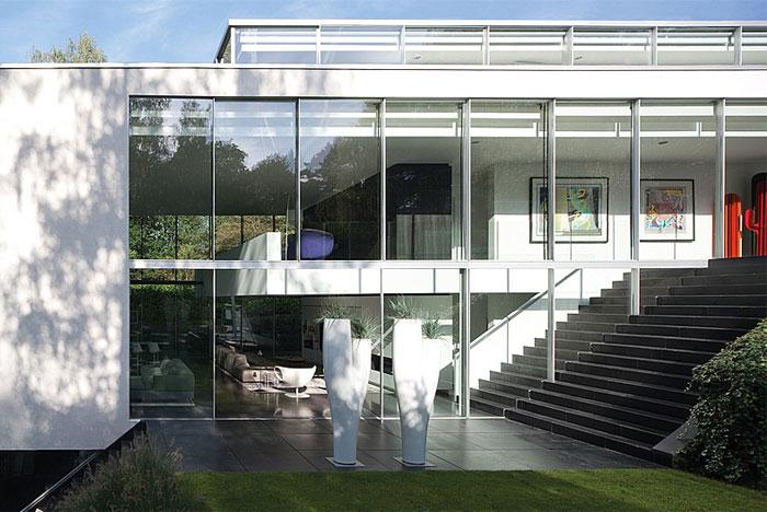 glass-apartment-expansive-views3