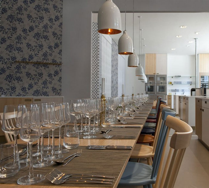 dining-area-scandinavian-furniture-wallpaper-lighting4