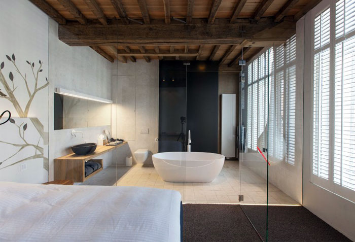 bedroom-bathtub