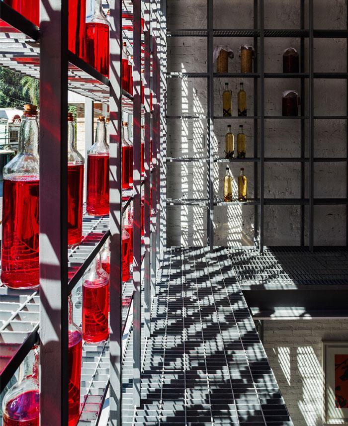 interior-decor-red-botels