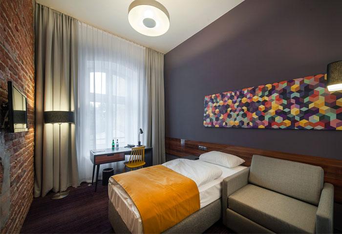 bedroom-dark-vivid-colours