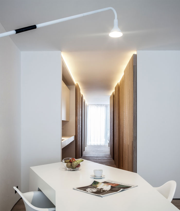 dining-area-swing-arm-wall-lamp