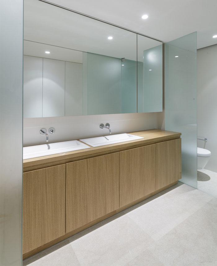 mediterranean-house-interior-bathroom