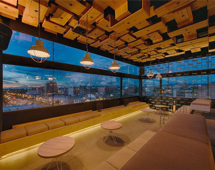 rooftop-bar-rustic-wooden-elements