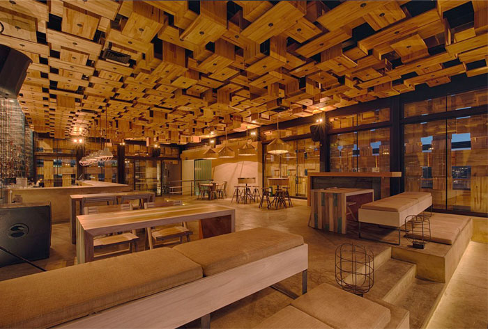 rooftop-bar-wooden-acoustic-elements