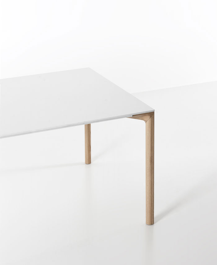 withe-table-oak-wood-legs