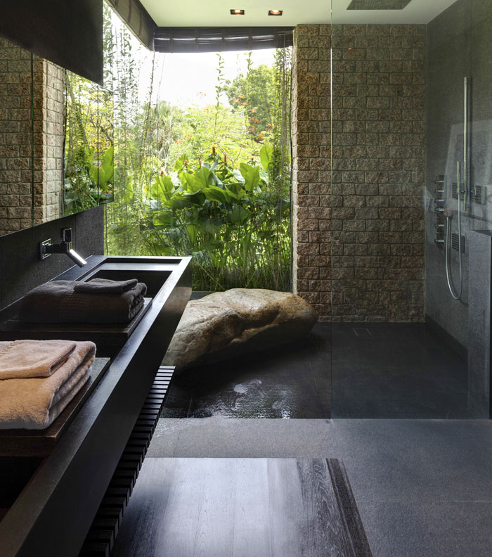 bathroom-opens-garden