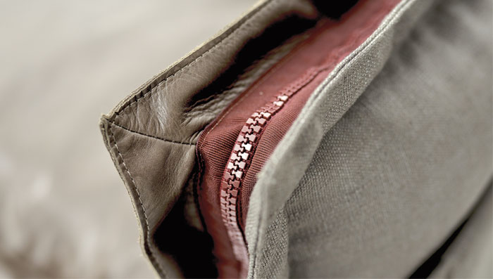 built-in-zipper-cushions