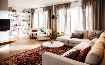 eclectic contemporary apartment living area 338x212