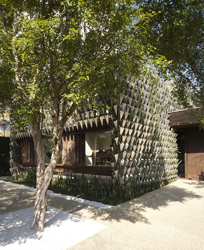 gallery-showroom-green-facade
