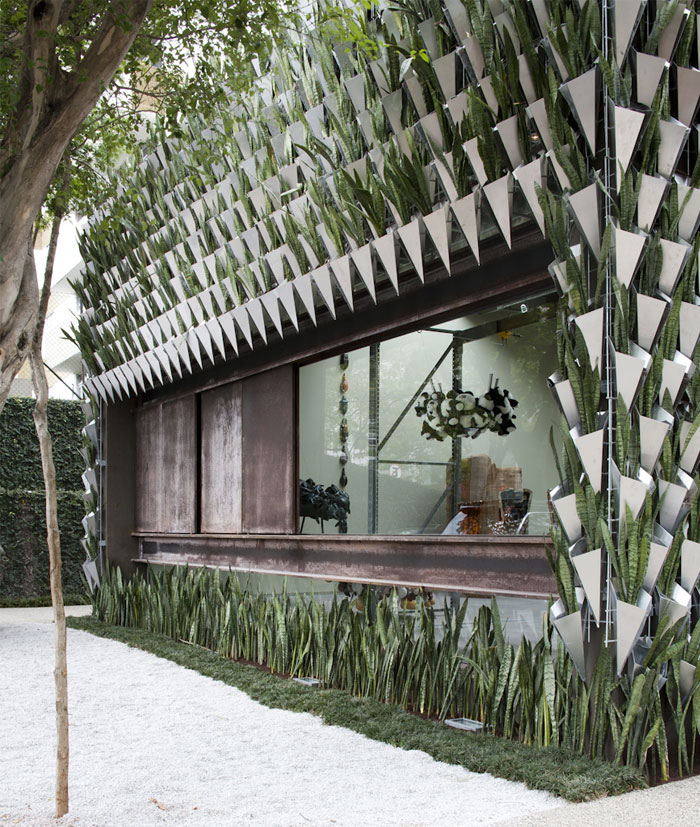 plants-entire-facade