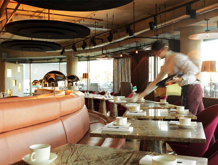 eclectic-restaurant-decor