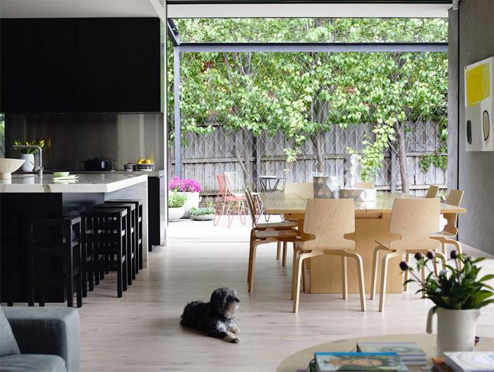 elegant-interior- design-kitchen- entirely-black-veneer