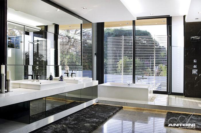 glamor style bathroom