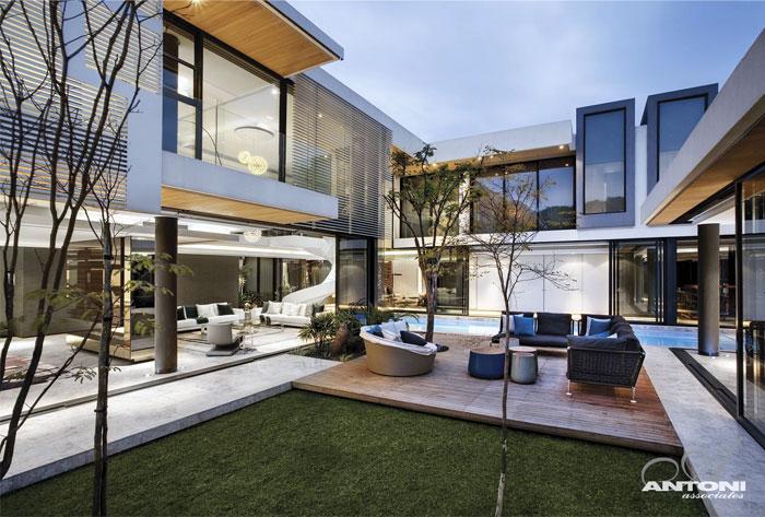 glamor style outdoor area