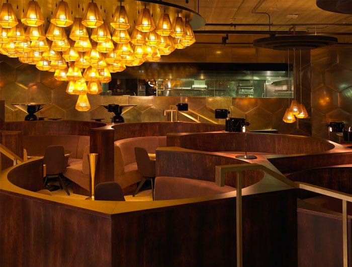 sculptures-light-eclectic-restaurant-decor