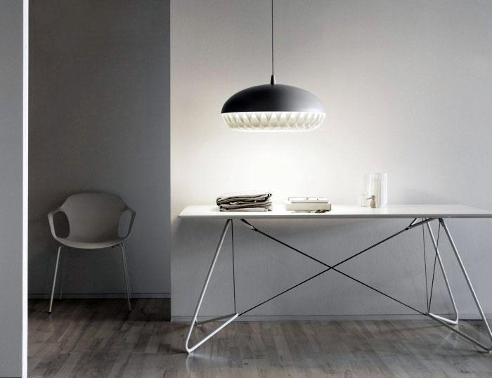 simple-design-monochromatic-color-lamp