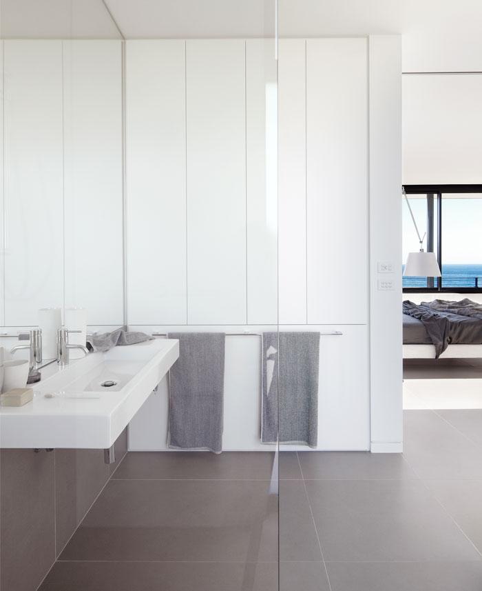 white-grey-color-scheme-bathroom