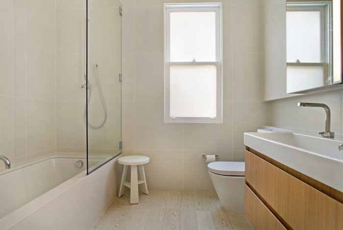 achromic palette bathroom decor