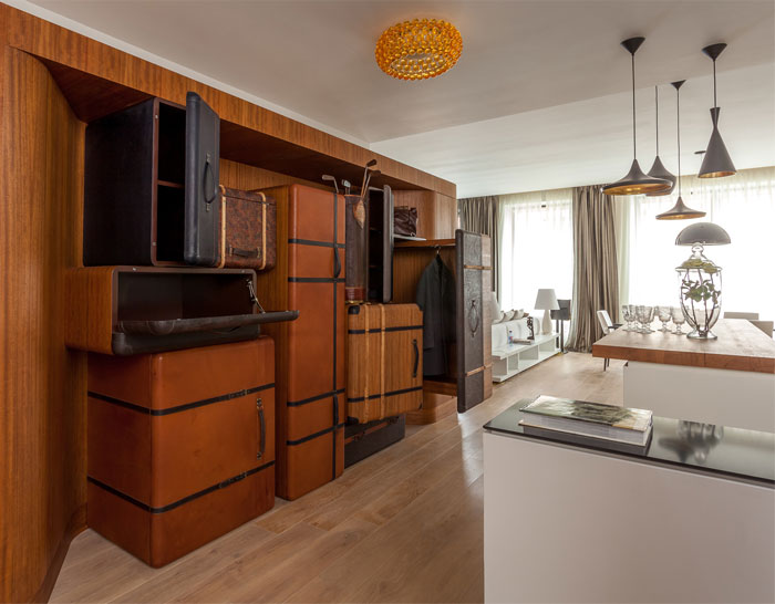 functional-apartment-suitcas-wardrob